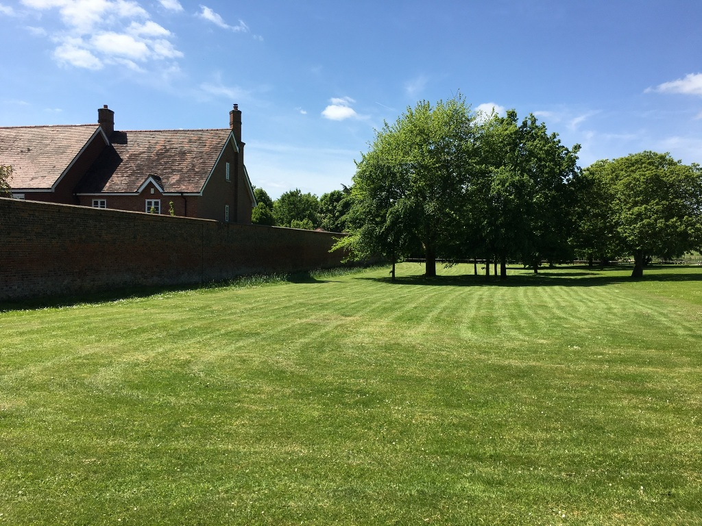 Grounds maintenance - lawn care Hertfordshire